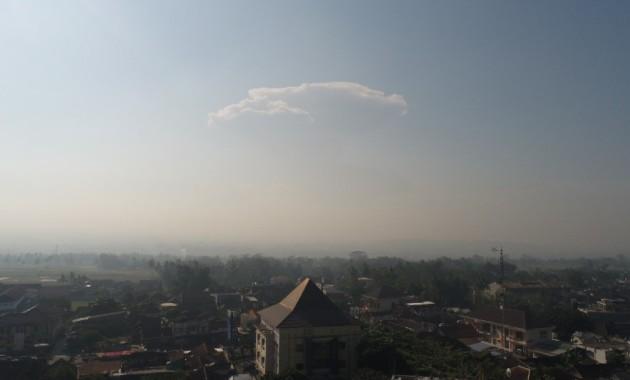 asap merapi dilihat dari mertoyudan